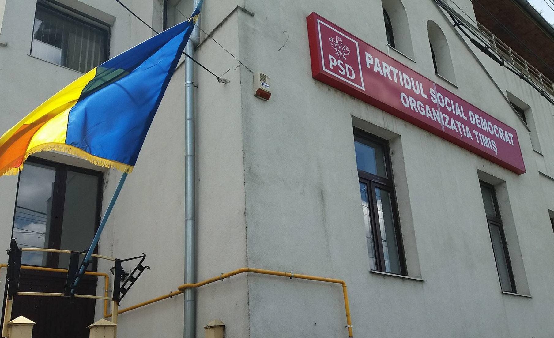Cocktailuri Molotov lângă sediul PSD Timişoara. Poliţia face verificări