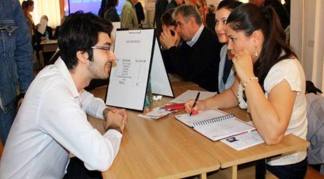 Absolvenţii de clasa a XII-a se pot înregistra la ANOFM pentru integrarea pe piaţa muncii