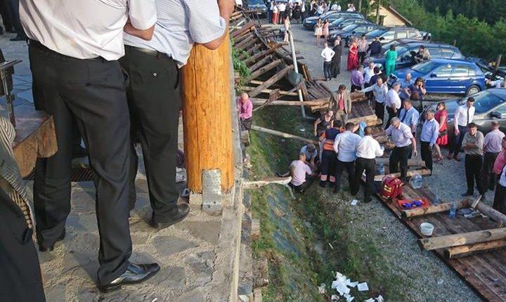 Nuntă încheiată tragic, la Durău. 18 persoane rănite, după prăbuşirea unei terase