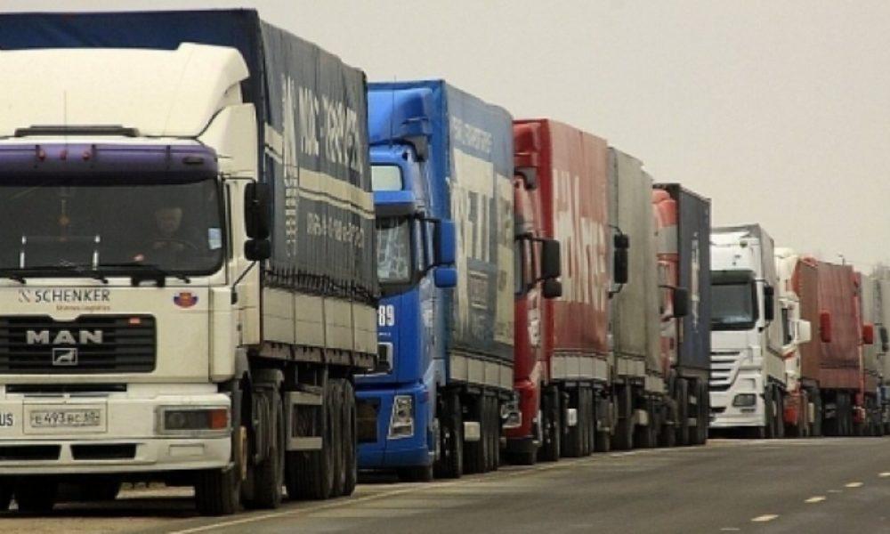 Transportatorii de mărfuri protestează vineri, pe șoseaua de centură nord-vest a Aradului.