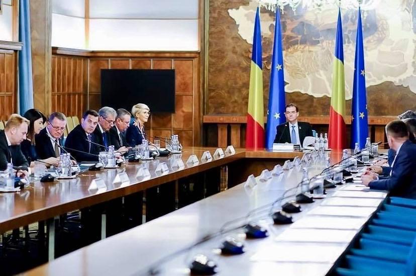 Guvernul a adoptat OUG privind desfiinţarea Institutului Revoluţiei Române, condus de Ion Iliescu