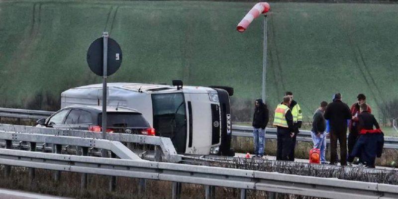 Microbuz cu 9 români răsturnat în Germania, pe autostradă, unul dintre ei e pe moarte