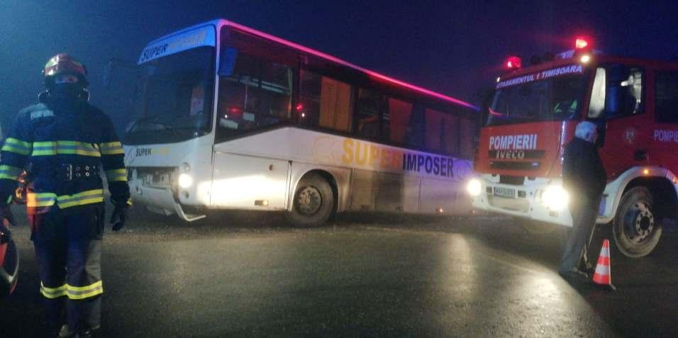 Un autobuz plin cu copii a ajuns în șanț în județul Timiș