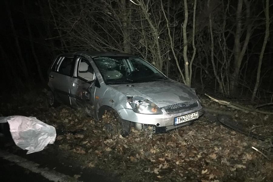 O tanara din Lugoj a murit strivita dupa ce masina s-a rasturnat peste ea