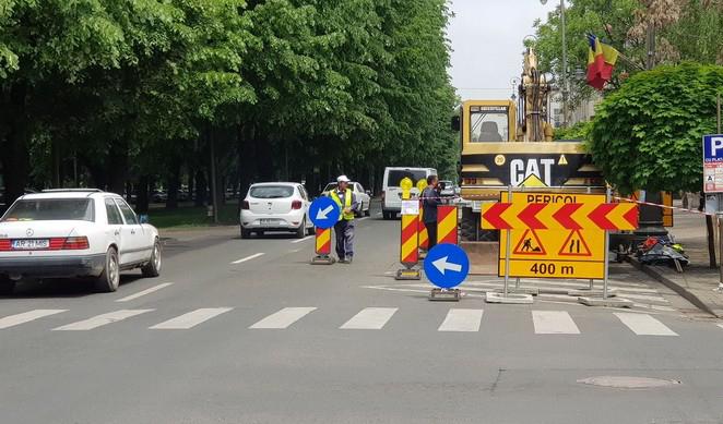 Trafic dat peste cap în centrul Aradului din cauza lucrărilor la rețeaua de apă