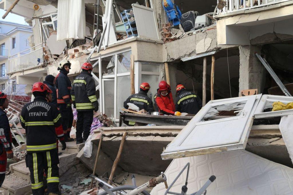 (VIDEO) 21 morți și 1000 de răniți.Bilanțul victimelor cutremurului din Turcia