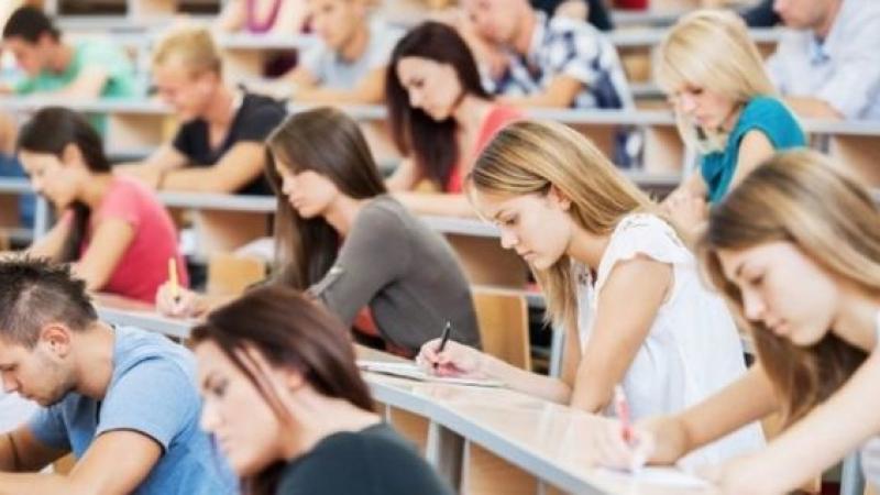 Studenţii străini care studiază în Marea Britanie sunt îngrijoraţi de Brexit.