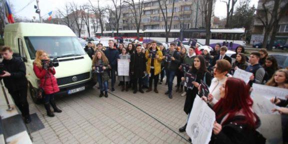 protest copii prefectura timis