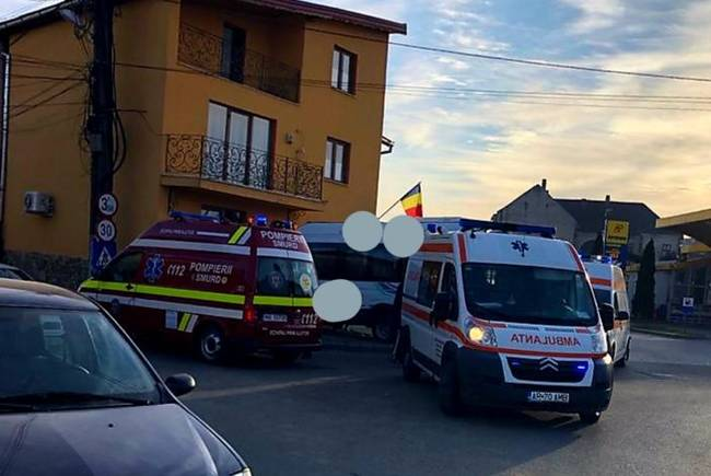 Un microbuz a intrat într-o casă, la Lipova