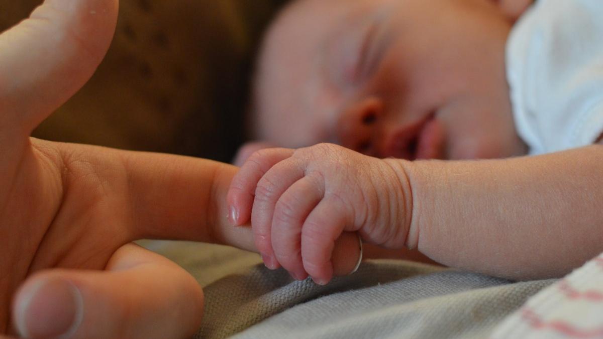 Șase dintre cei zece bebeluși de la Maternitatea Odobescuau, rezultat negativ după retestare