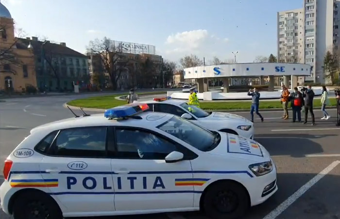 Politistii din Timisoara au păstrat un moment solemn si au pus la amplificatoare Imnul National al Romaniei
