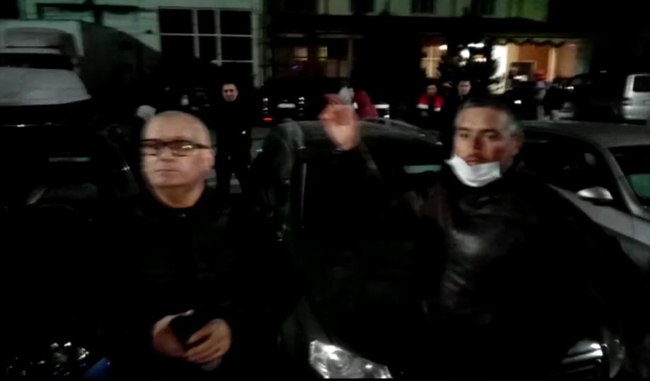 VIDEO: Scandal de proporţii! Revoltaţi că trebuie să intre în carantină