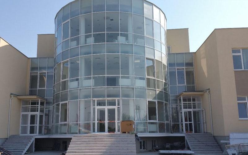 Pacienții cu coronavirus din fostul spital TBC din Arad nu vor mai fi închiși în saloane