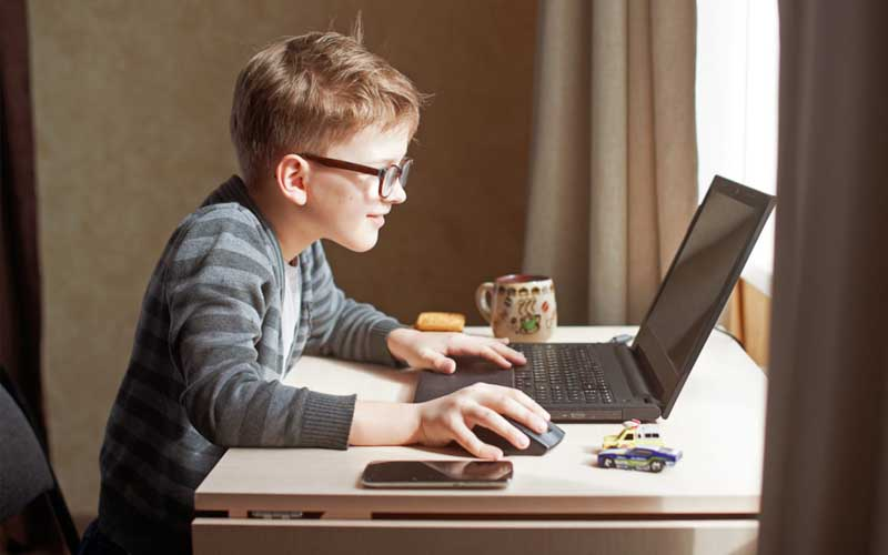 Mulți părinți preferă școala online pentru copiii lor