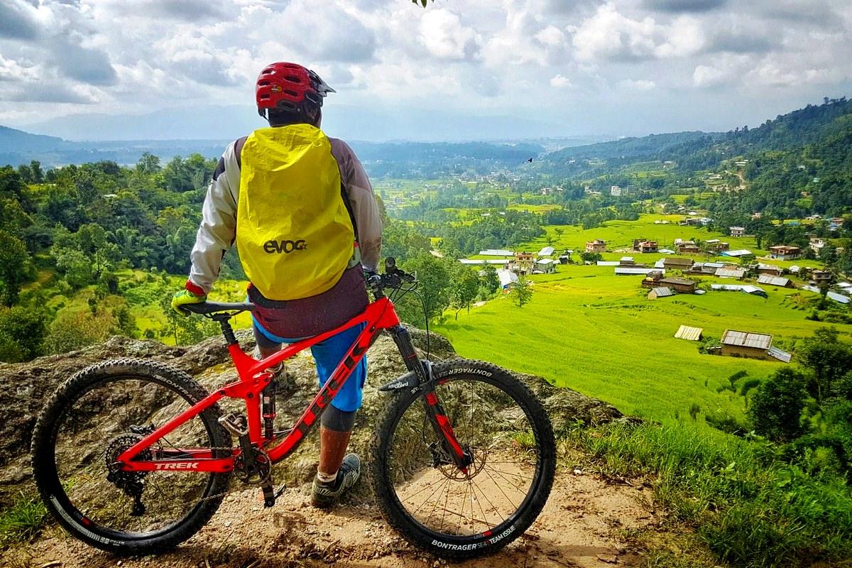 Plimbare cu bicicleta, în Banatul Montan. Trasee ușoare pe care le puteți face fără o pregătire specială