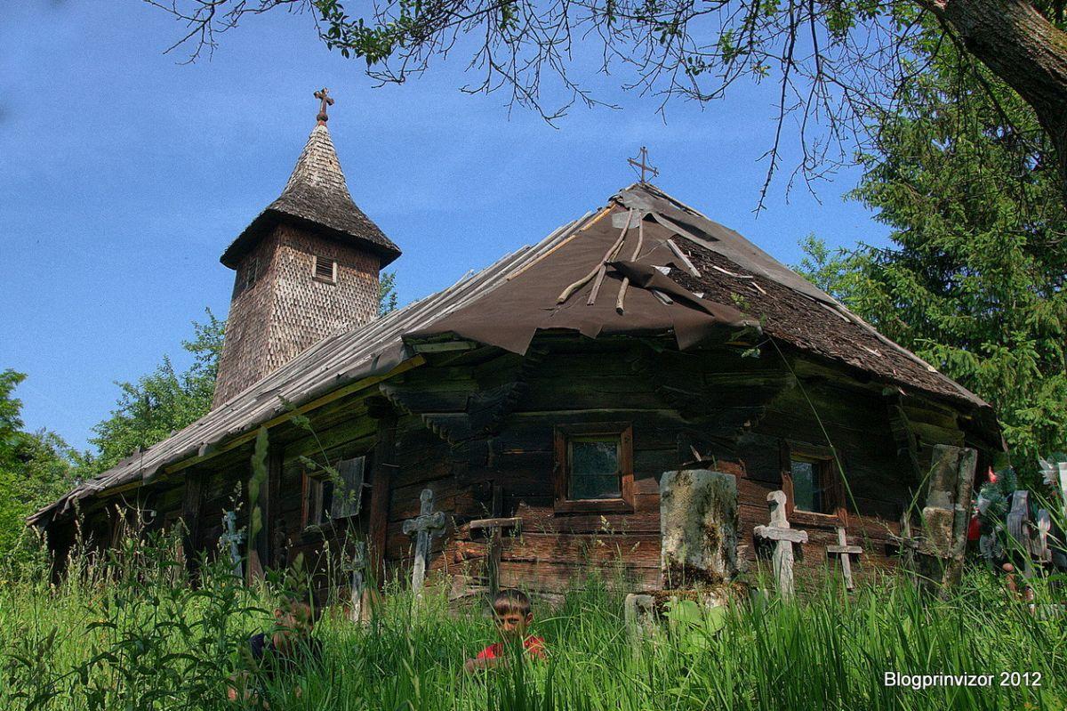 Povestea neștiută și salvarea celei mai vechi biserici de lemn din Banat