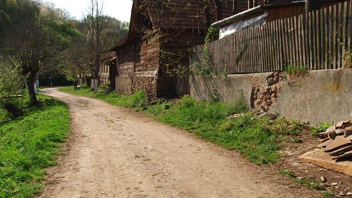 Satul din Banat în care nu poți ajunge. O mină de aur pentru iubitorii de natură, locul nașterii unui cosmonaut