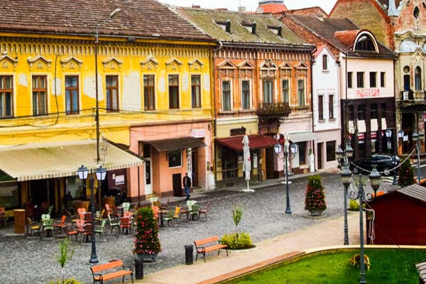 Vremea nu ține cu patronii teraselor pregătite pentru deschidere în Lugoj