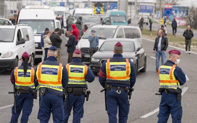 Ungaria anunţă noi restricţii la graniţă.