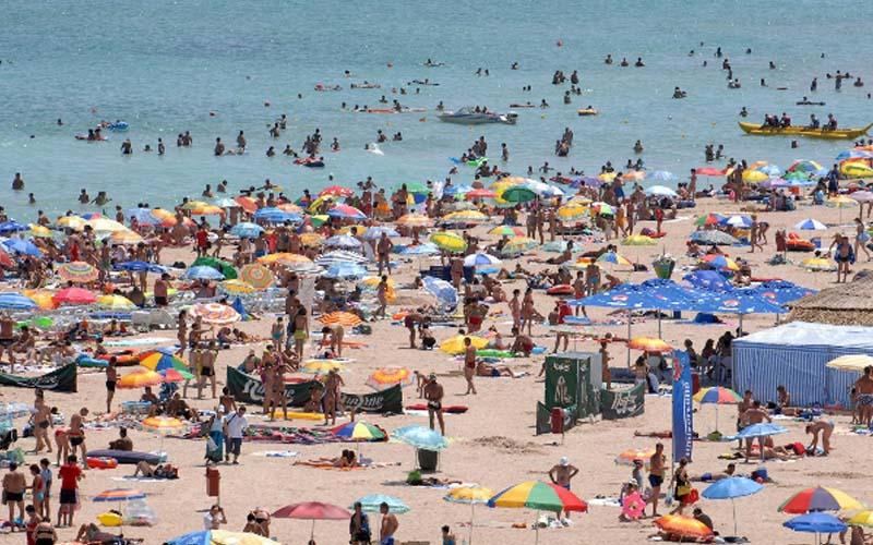 Studiu: Un român rezervă în fiecare minut o vacanţă la Marea Neagră