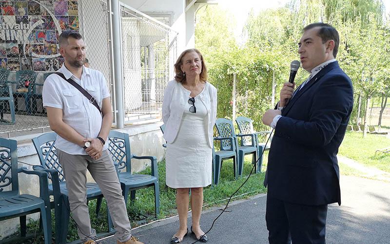 DANIEL IONAȘCU, președintele PPU-(social-liberal) și Maria Grapini, europarlamentar, au avut o întâlnire cu umaniștii în Parcul Rozelor din Timișoara