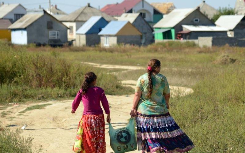 Sondaj IRES: 7 din 10 români nu au încredere în romi