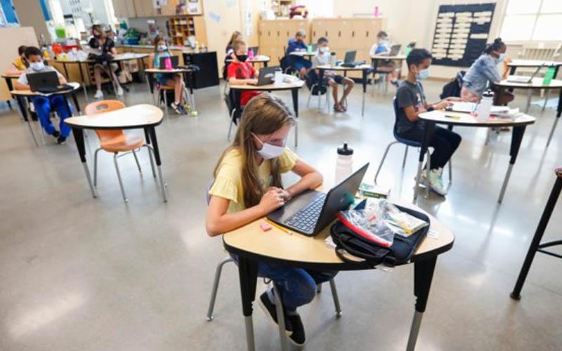 Elevii se revoltă. Cer amânarea anului școlar din cauza pericolului infectării cu COVID-19.