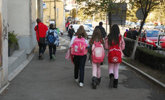 Profesorii și elevii încep să cadă: Trei cadre didactice și 9 elevi s-au infectat la Cluj și au ajuns în spital