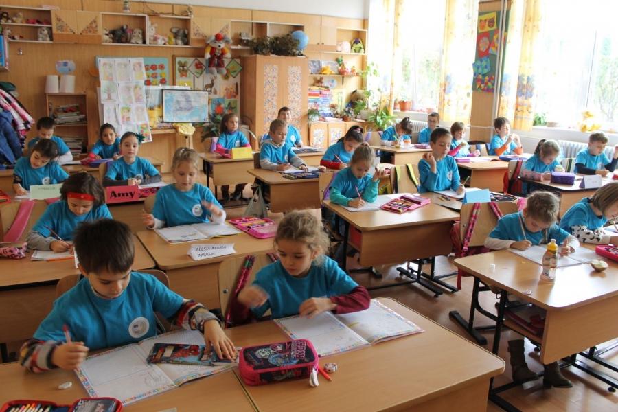 BOMBĂ în Guvern: Plângere penală împotriva lui Ludovic Orban, Raluca Turcan și Monica Anisie anunțată de elevi