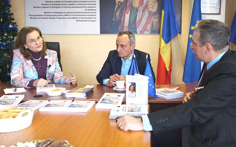 """INTERVIU Maria Grapini și Nicolae Țăran, au lansat cartea """"Un destin comun: Europa și România"""""""