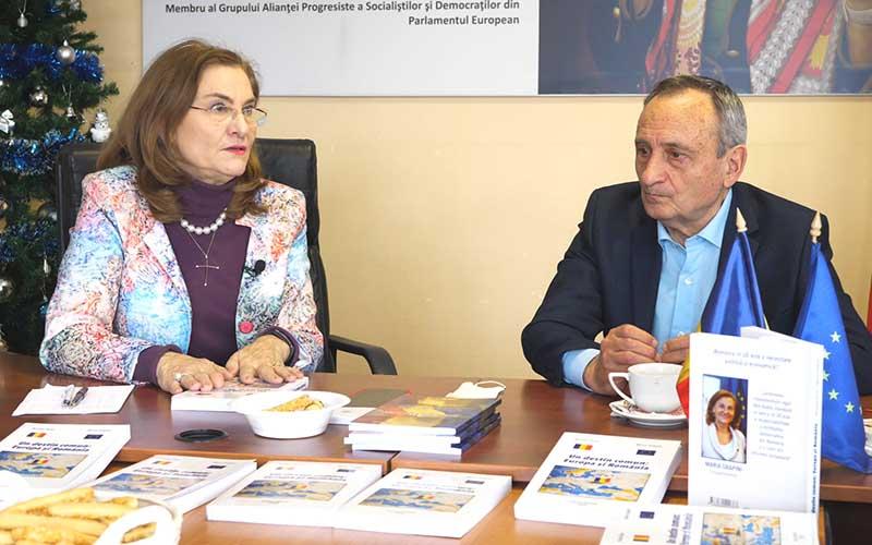"""VIDEO INTERVIU: Maria Grapini și Nicolae Țăran, autorii cărții """"Un destin comun: Europa și România"""""""