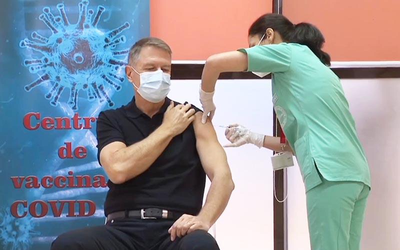 [VIDEO] Președintele Iohannis s-a vaccinat împotriva COVID-19.