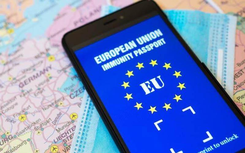Pașaportul COVID va fi gata pentru vacanța de vară. Ce date va conține documentul