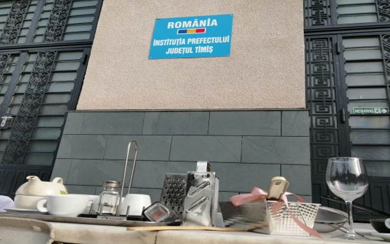 Protest HORECA la Timișoara. Predam 'armele' cu care ne-am fi putut apara locurile de munca.