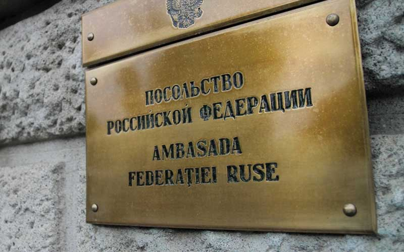 Diplomat militar rus expulzat din România, fiind declarat persona non grata.