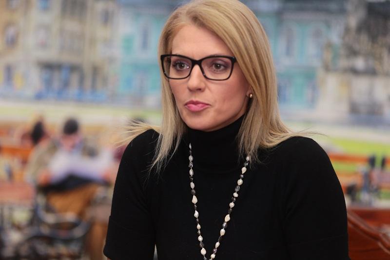 Senatoarea Alina Gorghiu îi cere demisia lui Dominic Fritz.