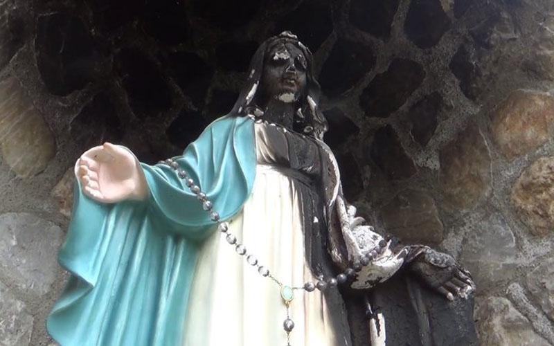 O statuie a Fecioarei Maria a fost incendiată, în vestul țării.