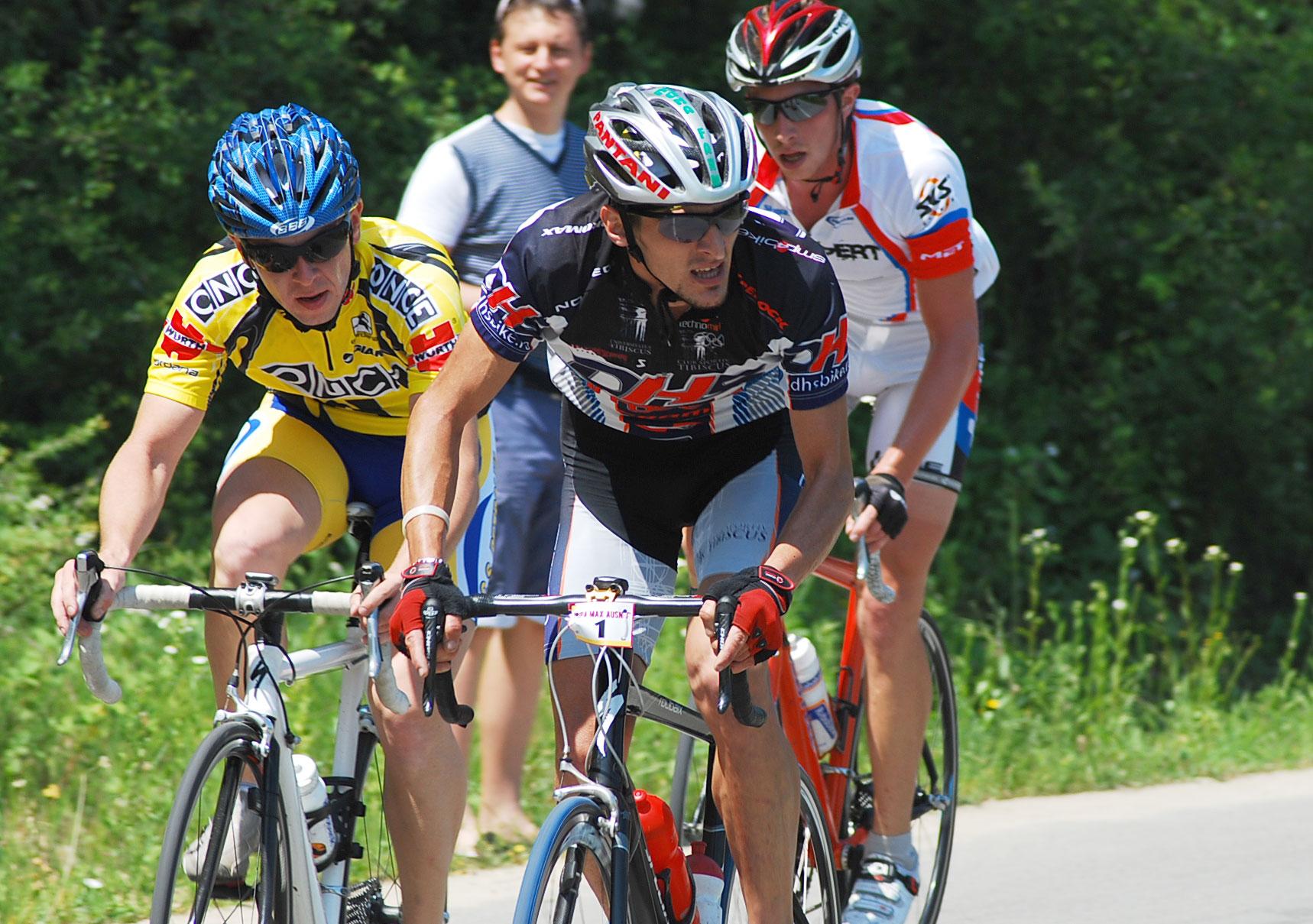 Aproape 400 de cicliști iau startul în cea de-a zecea ediție a Cupei Max Ausnit.