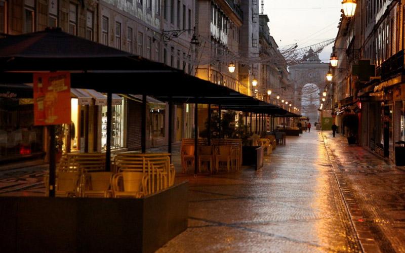 Portugalia reimpune interdicţia de circulaţie pe timpul nopţii