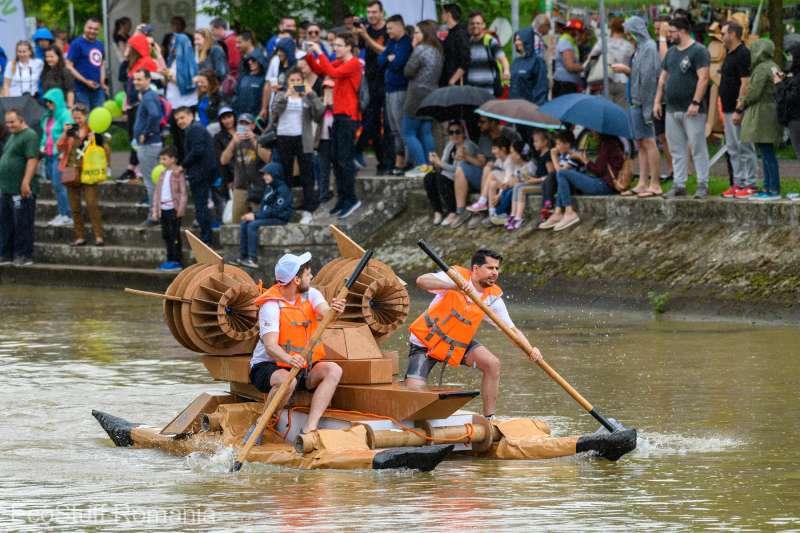Concurs de bărci din materiale reciclabile, pe Canalul Bega